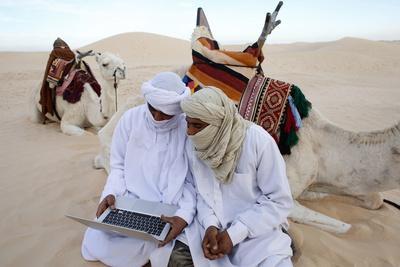 https://imgc.allpostersimages.com/img/posters/bedouins-using-a-laptop-in-the-sahara-douz-kebili-tunisia_u-L-Q1GYGQM0.jpg?artPerspective=n