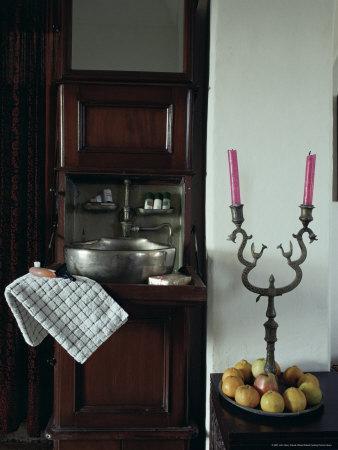 https://imgc.allpostersimages.com/img/posters/bedroom-suite-with-original-travelling-fold-down-wash-basin-neemrana-india_u-L-P1UR840.jpg?p=0