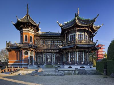 https://imgc.allpostersimages.com/img/posters/belgium-brussels-pavilion-chinois-chinese-pavilion-japanese-tower_u-L-Q11YIS80.jpg?artPerspective=n