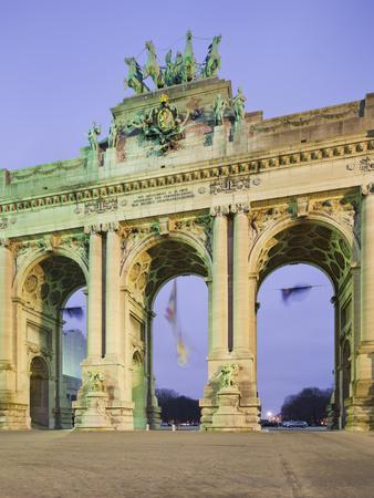 https://imgc.allpostersimages.com/img/posters/belgium-brussels-triumphal-curve-cheering-park_u-L-Q11YQFT0.jpg?p=0