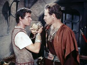 BEN-HUR, 1959 directed by WILLIAM WYLER Stephen Boyd and Charlton Heston (photo)
