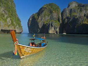 Maya Bay, Kho Phi Phi Leh, Krabi Province, Thailand, Southeast Asia, Asia by Ben Pipe