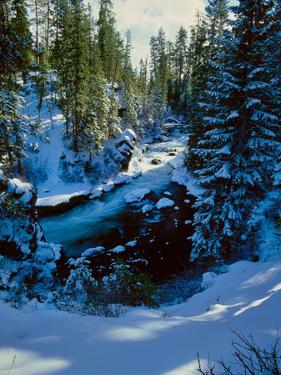 Benham Falls on the Deschutes River in winter, Newberry National Volcanic Monument, Oregon, USA