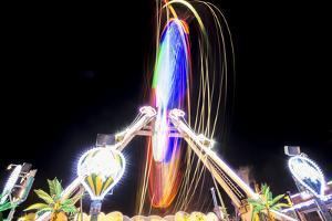 Long Time Exposure at Night at the Oktoberfest, Fairground Rides by Benjamin Engler