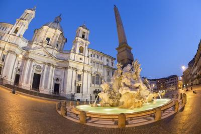 https://imgc.allpostersimages.com/img/posters/bernini-s-fountain-of-the-four-rivers-and-church-of-sant-agnese-in-agone-at-night_u-L-PWFBDE0.jpg?p=0