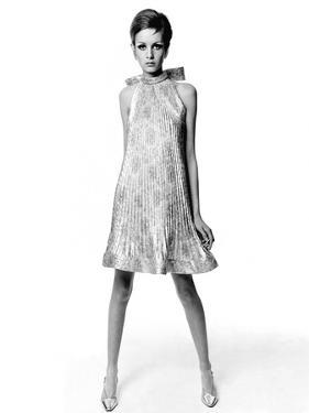Vogue - March 1967 - Twiggy by Bert Stern