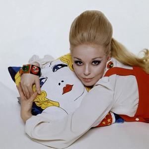Vogue - March 1967 by Bert Stern