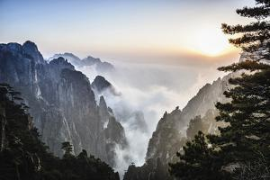 Huangshan by Berthold Dieckfoss