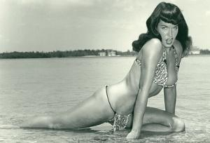 Bettie Page Summer Sun Bettie Pin-Up
