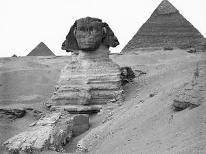Great Sphinx and Pyramids at Giza by Bettmann