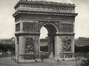 View of L'Arc De Triomphe in Paris by Bettmann