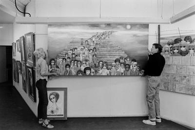 Artists Walter Keane and Margaret Keane Hanging Work Up, Tennessee, 1965 by Bill Ray