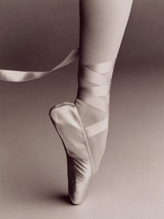 https://imgc.allpostersimages.com/img/posters/black-and-white-image-of-ballerina-on-point_u-L-PXYWV00.jpg?p=0