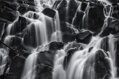 https://imgc.allpostersimages.com/img/posters/black-and-white-wterfalls-with-many-tiers_u-L-Q1CAKFM0.jpg?artPerspective=n