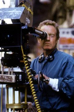BLACK RA 1989 directed by RIDLEY SCOTT On the set, Ridley Scott behind the camera (photo)