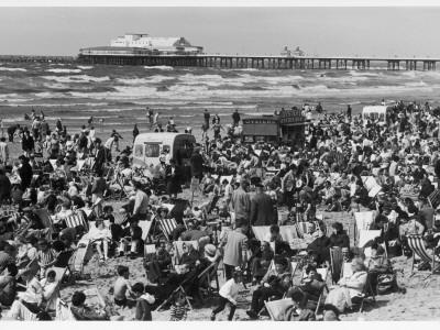 https://imgc.allpostersimages.com/img/posters/blackpool-beach-1979_u-L-Q108CW20.jpg?p=0