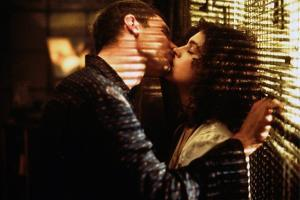 BLADE RUNNER, 1981 directed by RIDLEY SCOTT Harrison Ford and Sean Young (photo)