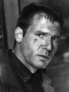 BLADE RUNNER, 1981 directed by RIDLEY SCOTT Harrison Ford (b/w photo)