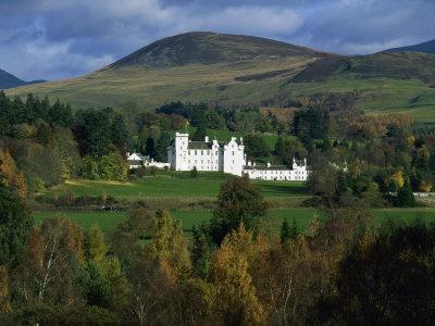 https://imgc.allpostersimages.com/img/posters/blair-castle-perthshire-scotland-united-kingdom-europe_u-L-P7XK7G0.jpg?p=0