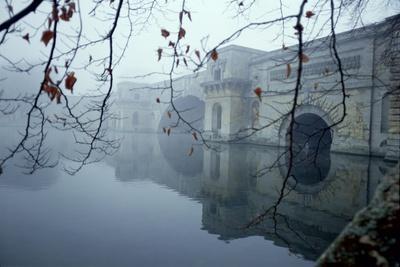 https://imgc.allpostersimages.com/img/posters/blenheim-palace-oxfordshire-c-1705-24-century-bridge-over-the-lake_u-L-PPTE570.jpg?p=0