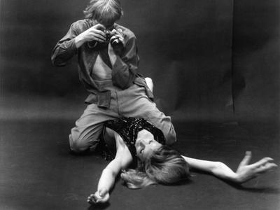https://imgc.allpostersimages.com/img/posters/blow-up-1966-directed-by-michelangelo-antonioni-david-hemmings-b-w-photo_u-L-Q1C3DBW0.jpg?artPerspective=n