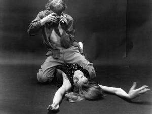 BLOW-UP, 1966 directed by MICHELANGELO ANTONIONI David Hemmings (b/w photo)