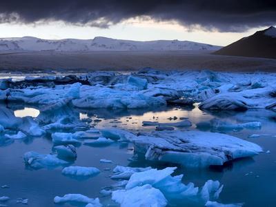 https://imgc.allpostersimages.com/img/posters/blue-icebergs-floating-on-the-jokulsarlon-glacial-lagoon-at-sunset-south-iceland-iceland_u-L-PFO5MI0.jpg?p=0