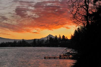 https://imgc.allpostersimages.com/img/posters/blue-lake-and-mt-hood-at-sunrise-oregon-usa_u-L-PN6S230.jpg?p=0