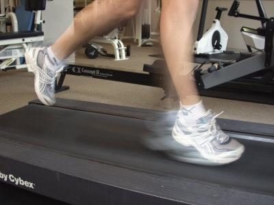 https://imgc.allpostersimages.com/img/posters/blurred-image-of-legs-on-a-treadmill_u-L-Q10S6S90.jpg?artPerspective=n