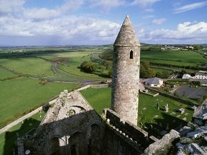Round Tower at Rock of Cashel by Bo Zaunders