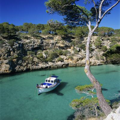https://imgc.allpostersimages.com/img/posters/boat-anchored-in-rocky-inlet-cala-pi-mallorca-balearic-islands-spain-mediterranean_u-L-PWFAQZ0.jpg?p=0
