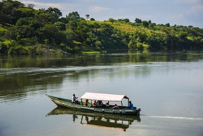 https://imgc.allpostersimages.com/img/posters/boat-with-tourists-shipping-around-the-source-of-the-nile-jinja-uganda-east-africa-africa_u-L-PQ8MBZ0.jpg?p=0