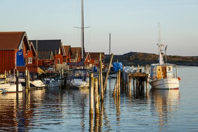 https://imgc.allpostersimages.com/img/posters/boats-and-timber-houses-grebbestad-bohuslan-region-west-coast-sweden-scandinavia-europe_u-L-PWFMUI0.jpg?p=0