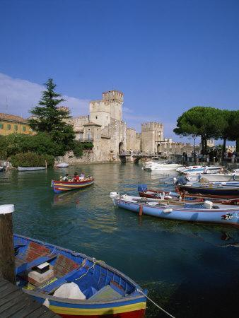 https://imgc.allpostersimages.com/img/posters/boats-at-sirmione-on-lake-garda-lombardy-italy-europe_u-L-P7XGGC0.jpg?p=0