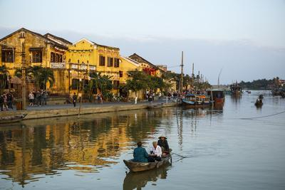 https://imgc.allpostersimages.com/img/posters/boats-at-the-thu-bon-river-hoi-an-vietnam-indochina-southeast-asia-asia_u-L-PWFLHW0.jpg?p=0