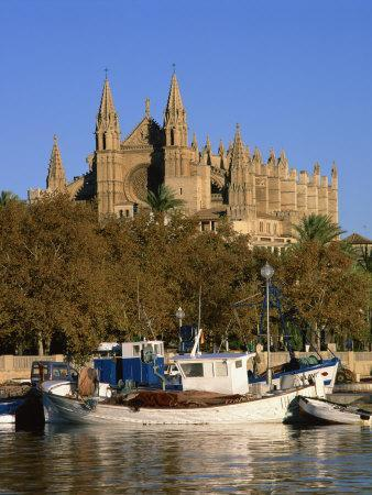https://imgc.allpostersimages.com/img/posters/boats-on-the-waterfront-below-the-cathedral-of-palma-on-majorca-balearic-islands-spain_u-L-P7XIBW0.jpg?p=0