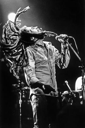 https://imgc.allpostersimages.com/img/posters/bob-marley-en-concert-de-reggae-au-roxy-los-angeles-le-26-mai-1976_u-L-PWGK6Y0.jpg?p=0