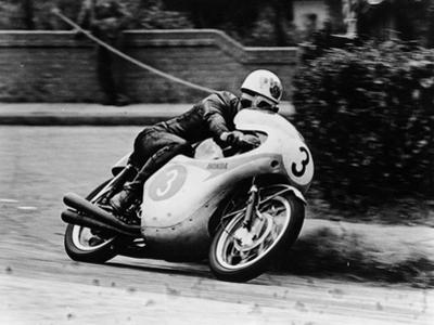 Bob Mcintyre on a Honda, Racing in the Isle of Man Junior Tt, 1961