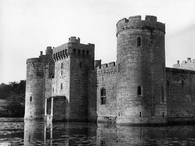 https://imgc.allpostersimages.com/img/posters/bodiam-castle_u-L-Q107HPJ0.jpg?p=0
