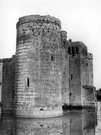 https://imgc.allpostersimages.com/img/posters/bodiam-castle_u-L-Q107JML0.jpg?p=0