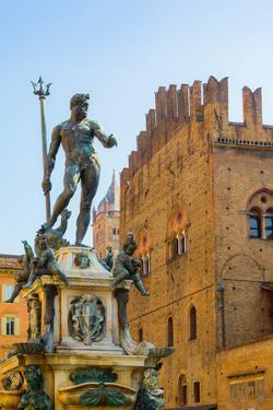 Bologna, Emilia-Romagna, Italy. Fontana di Nettuno, or Neptune Fountain in Piazza del Nettuno. T...