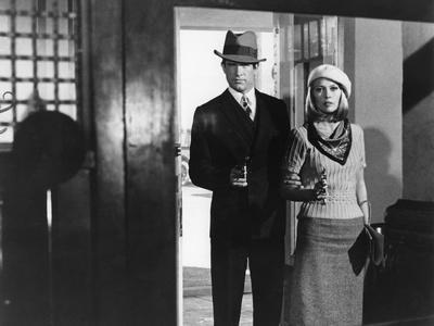 https://imgc.allpostersimages.com/img/posters/bonnie-and-clyde-1967-directed-by-arthur-penn-warren-beatty-and-faye-dunaway-b-w-photo_u-L-Q1C41QG0.jpg?artPerspective=n