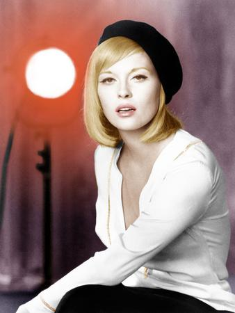https://imgc.allpostersimages.com/img/posters/bonnie-and-clyde-faye-dunaway-1967_u-L-PJXWXM0.jpg?artPerspective=n