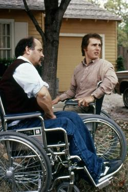 BORN ON THE FOURTH OF JULY, 1989 directed by OLIVER STONE Tom Cruise with Ron Kovic (photo)