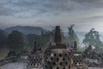 https://imgc.allpostersimages.com/img/posters/borobudur-buddhist-temple-unesco-world-heritage-site-java-indonesia-southeast-asia_u-L-PQ8MZB0.jpg?p=0