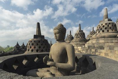 https://imgc.allpostersimages.com/img/posters/borobudur-buddhist-temple-unesco-world-heritage-site-java-indonesia-southeast-asia_u-L-PQ8MZZ0.jpg?artPerspective=n