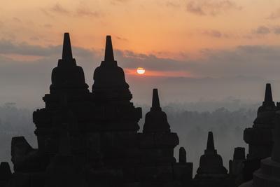 https://imgc.allpostersimages.com/img/posters/borobudur-buddhist-temple-unesco-world-heritage-site-java-indonesia-southeast-asia_u-L-PQ8P0N0.jpg?p=0