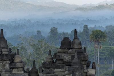 https://imgc.allpostersimages.com/img/posters/borobudur-buddhist-temple-unesco-world-heritage-site-java-indonesia-southeast-asia_u-L-PQ8P0Z0.jpg?p=0