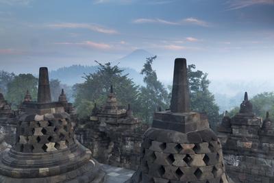 https://imgc.allpostersimages.com/img/posters/borobudur-buddhist-temple-unesco-world-heritage-site-java-indonesia-southeast-asia_u-L-PQ8P2N0.jpg?p=0