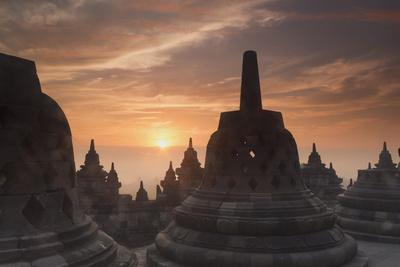 https://imgc.allpostersimages.com/img/posters/borobudur-buddhist-temple-unesco-world-heritage-site-java-indonesia-southeast-asia_u-L-PQ8P2Z0.jpg?p=0